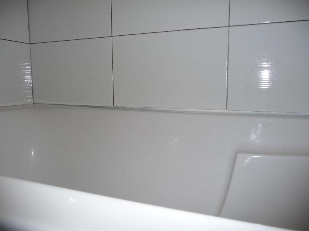 carrelage baignoire amazing carrelage de la baignoire sur pinterest carre aux autour for. Black Bedroom Furniture Sets. Home Design Ideas