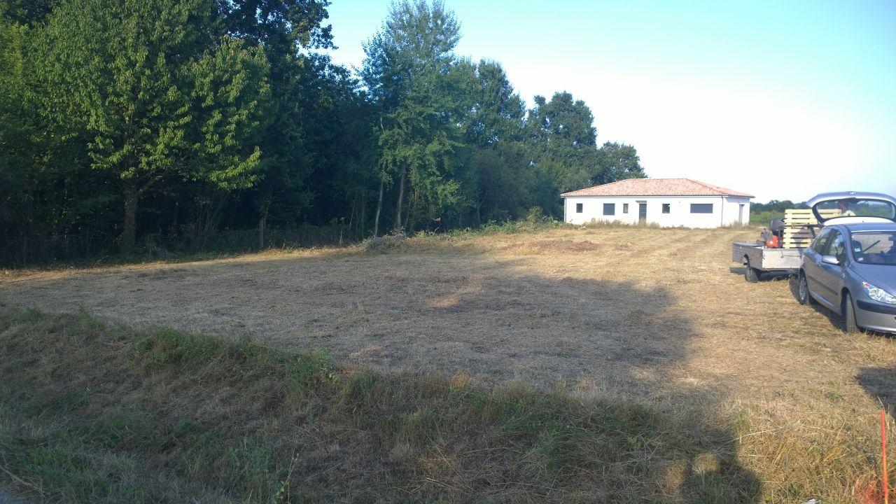 voilà le terrain prêt à accueillir notre maison! on en a bavé!