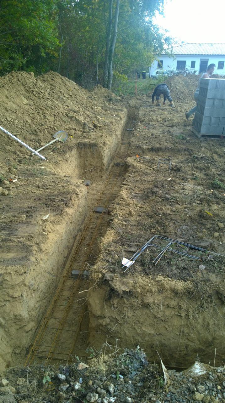 la construction commence!!!! les maçons sont à pied d'oeuvre