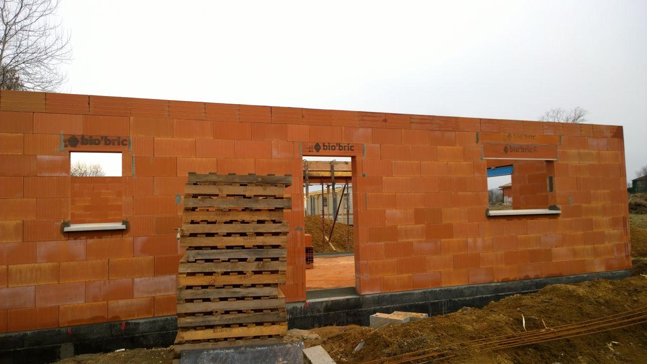 élévation des murs en 4 jours!