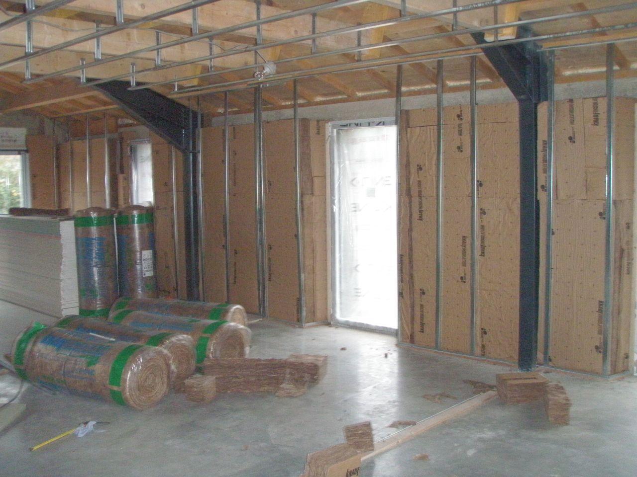 Isolation des murs en 120 et 140 suivant l'espace avec petit vide d'air entre les murs