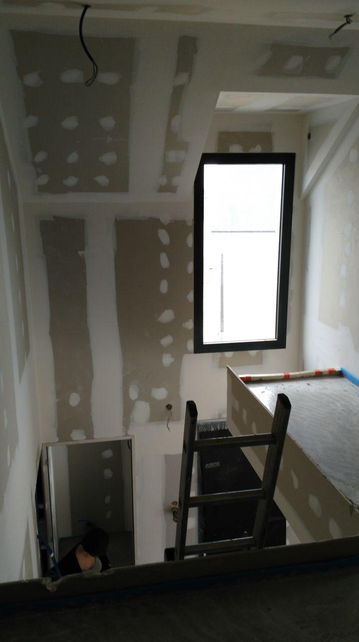 Pallier étage, vide sur entrée et futur emplacement de l'escalier