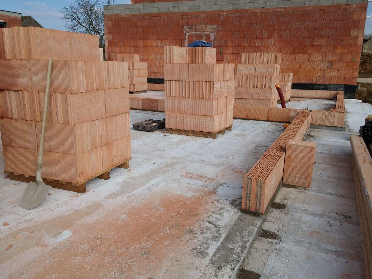 D&eacute;but de la construction des murs  <br /> Brique Porotherm gr20 th+