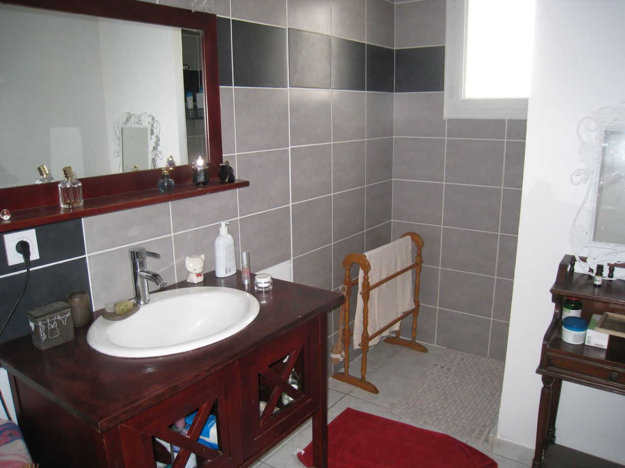 avis sur couleur meuble salle d 39 eau 24 messages. Black Bedroom Furniture Sets. Home Design Ideas