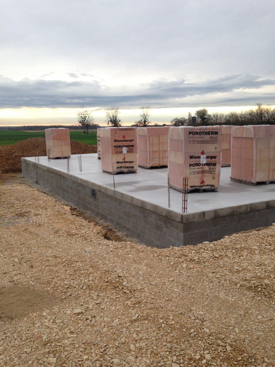 Livraison des briques sur le chantier