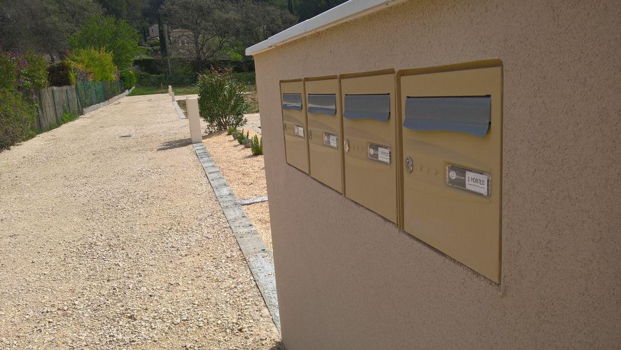 Dans quelques mois, notre nom sur 1 des boîtes aux lettres.