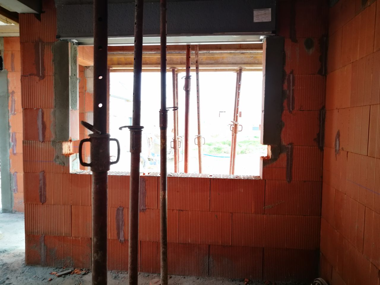 Decoupe des emplacements pour les appuis de fenetre