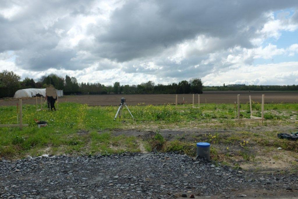 Implantation du pavillon sur le terrain en cours