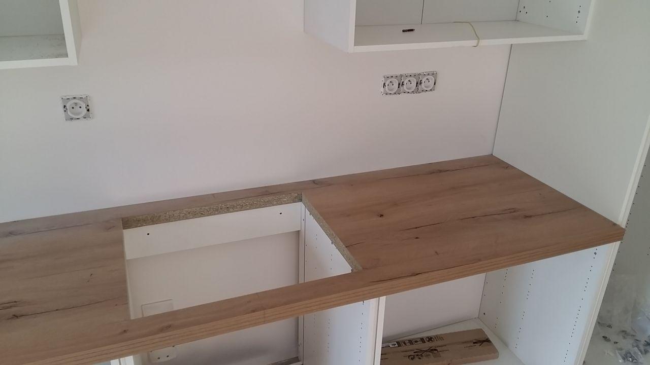 Montage de la cuisine <br /> Decoupe de l emplacement plaque à induction
