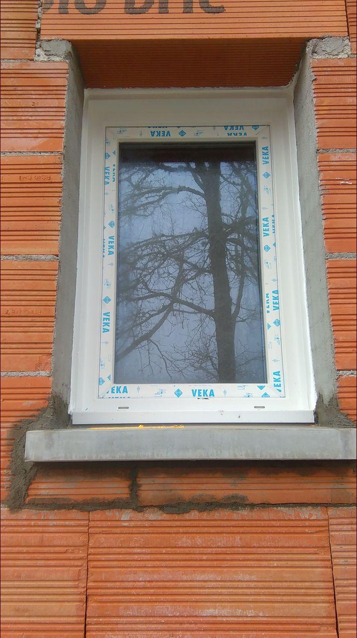 la fenêtre de la salle de bain bien posée