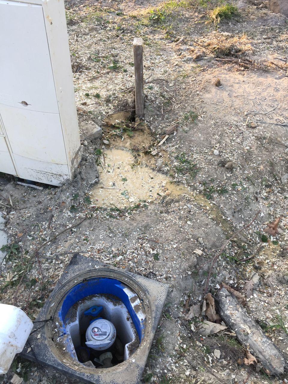 Recherche du tuyau d'arrivée d'eau après le compteur d'eau.