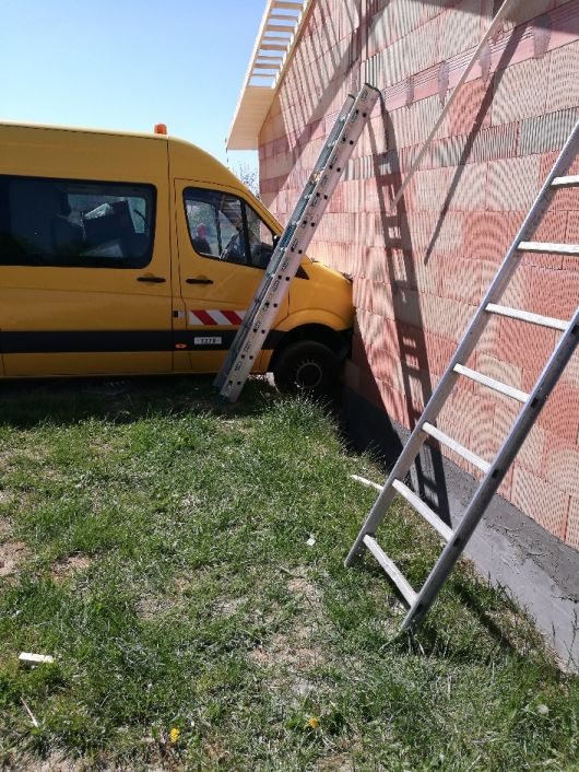 Camion dans le mur...