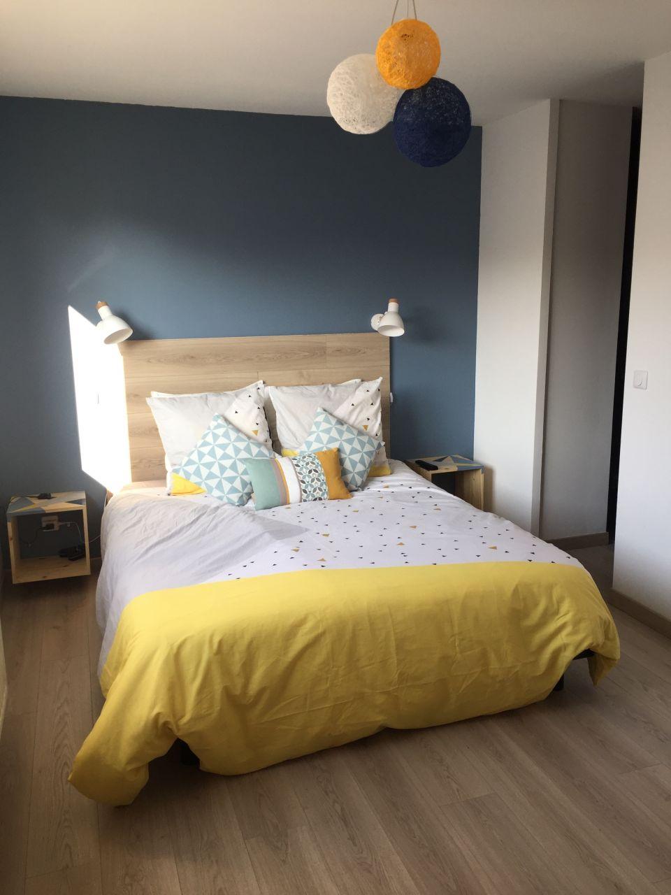 Tête de lit + appliques posées