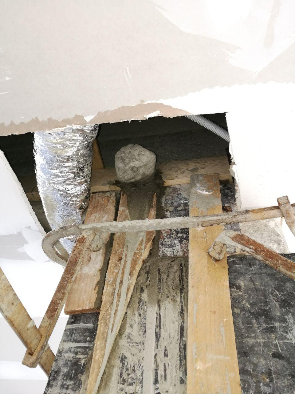Poteau porteur : Coffrage du nouveau poteau avec l'aide de l'ancien <br /> Reprise du ferraillage dans la dalle et le poteau béton