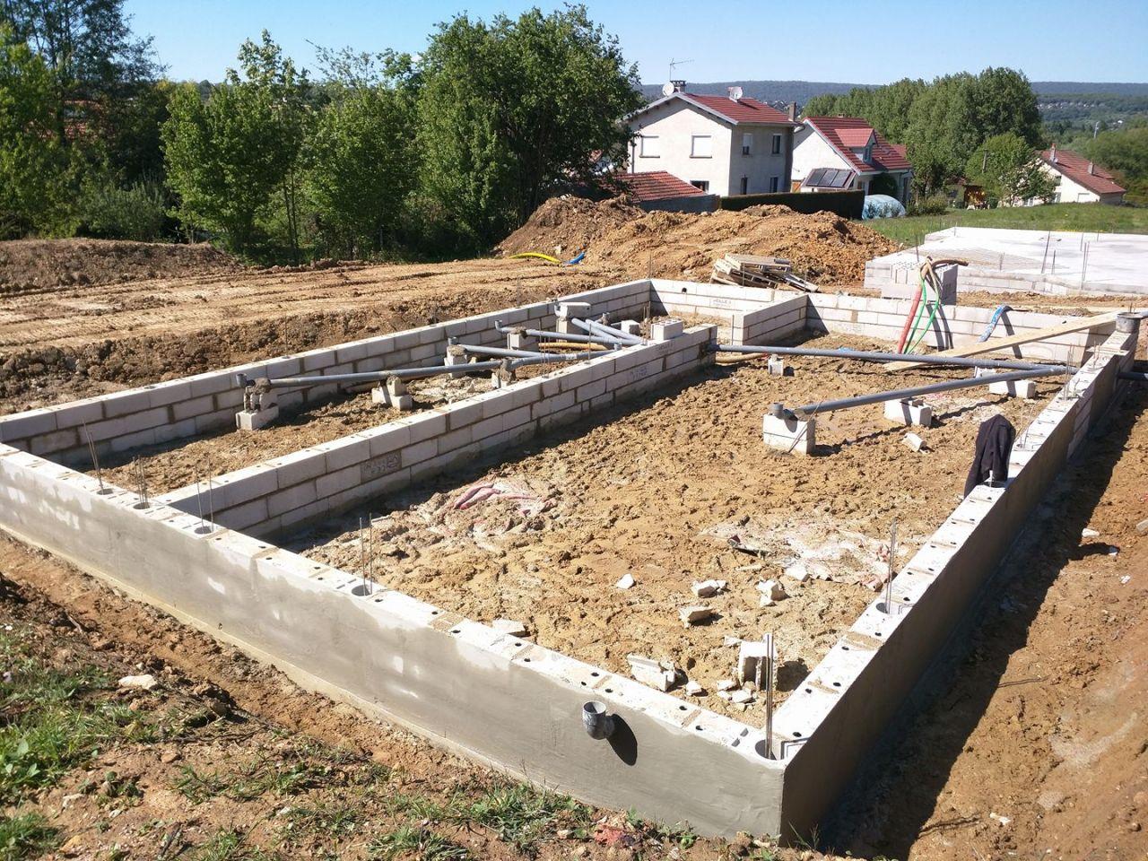 Photo mise en place des vacuations et passage du mortier for Hydrofuge mur exterieur