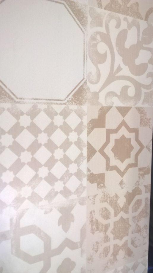 Photo carrelage mural salle de bain derri re la colonne for Carrelage 57