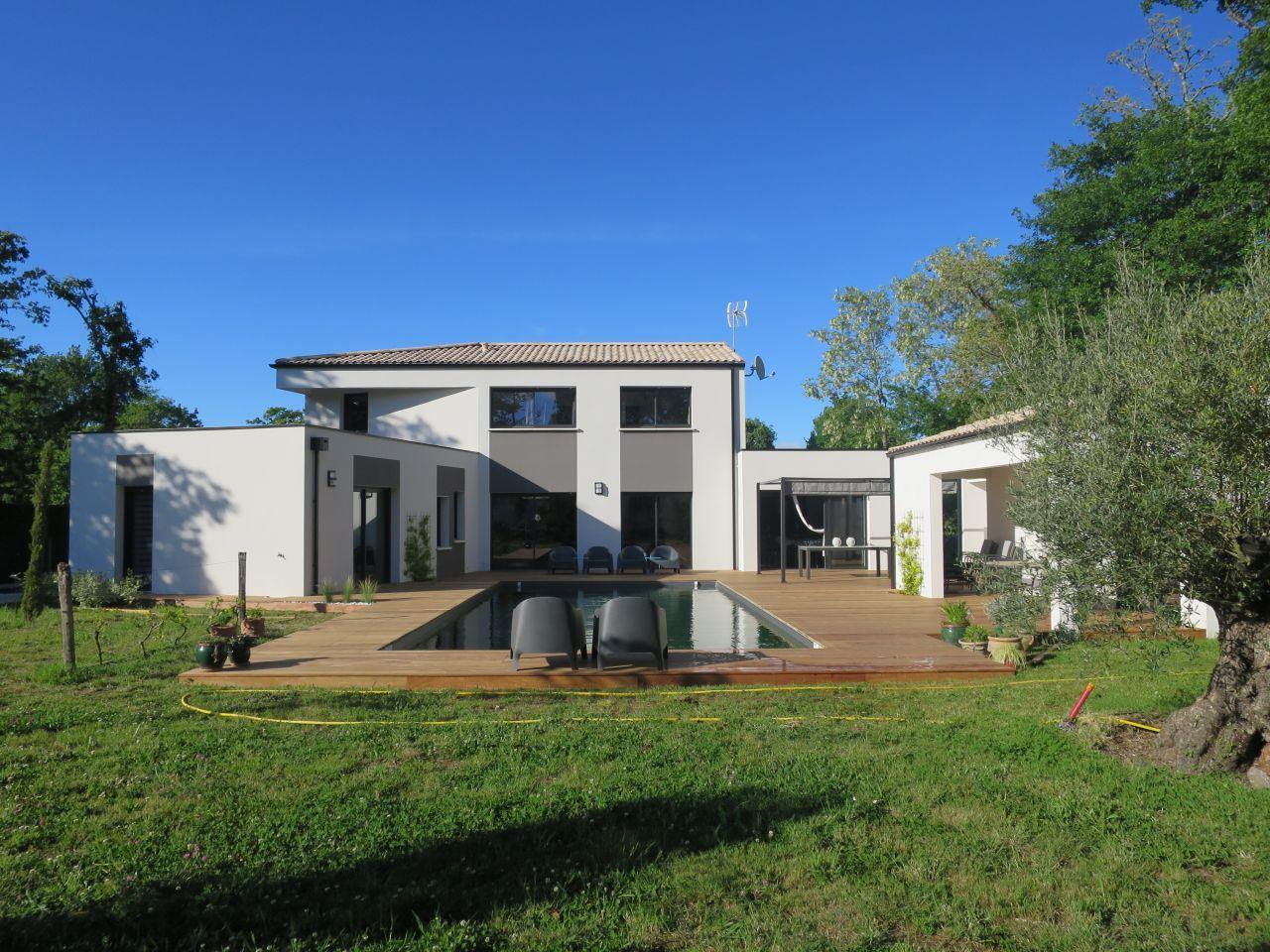Vue d'ensemble terrasse et maison façade sud