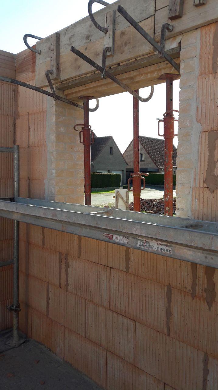 La fenêtre du salon sur pignon rdc