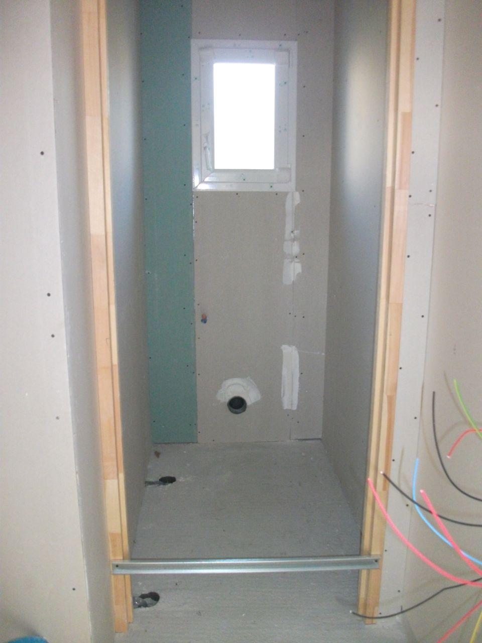 Sortie de lavabo et de douche dans WC avec coudes !