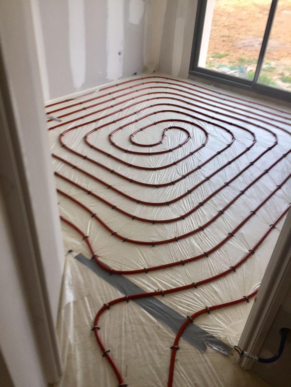Pose des menuiseries du garage toiture bac acier for Plancher chauffant a eau