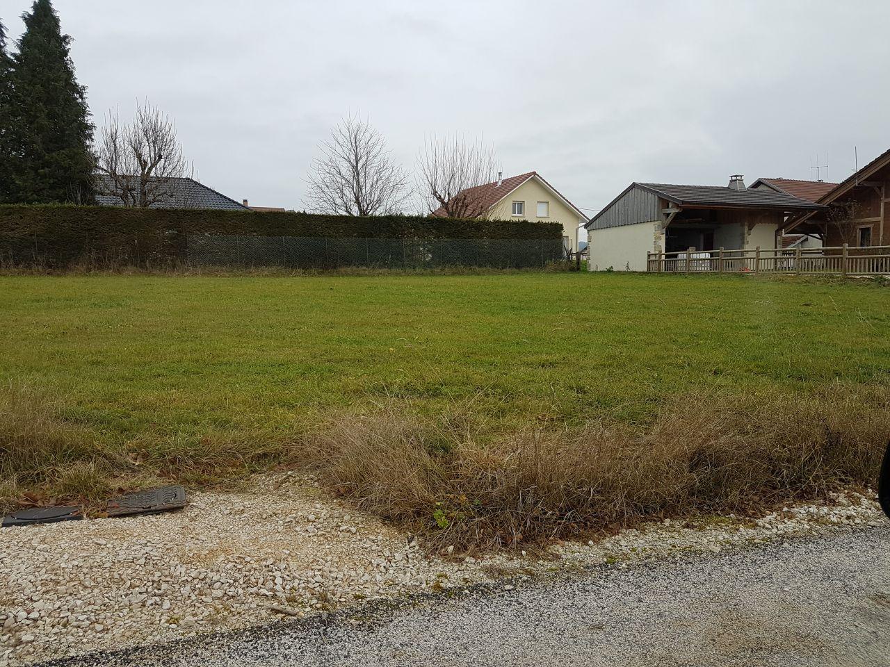Voici notre terrain: 786 m², plat, viabilisé ...