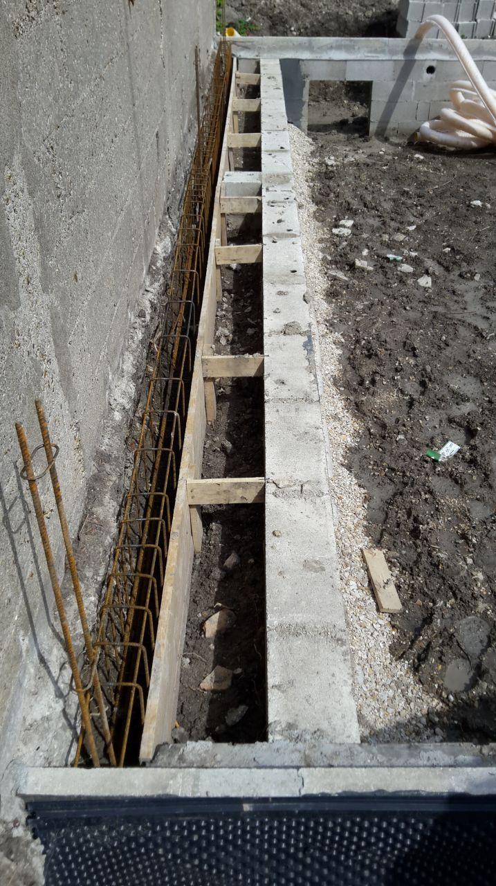 arment support mur contre le muret voisin