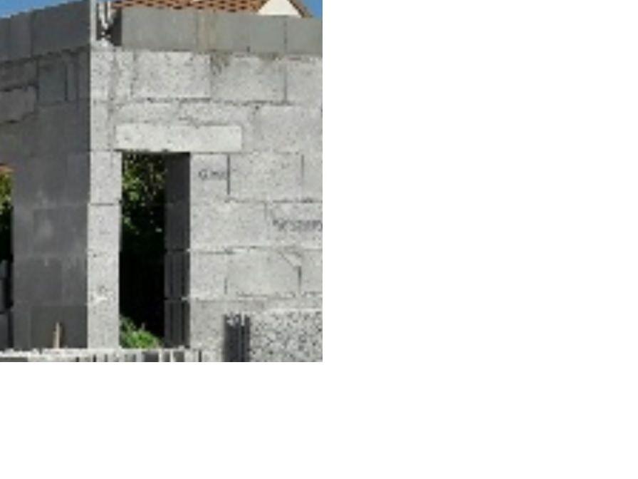 Linteau dissymétrique en bordure d'angle de mur