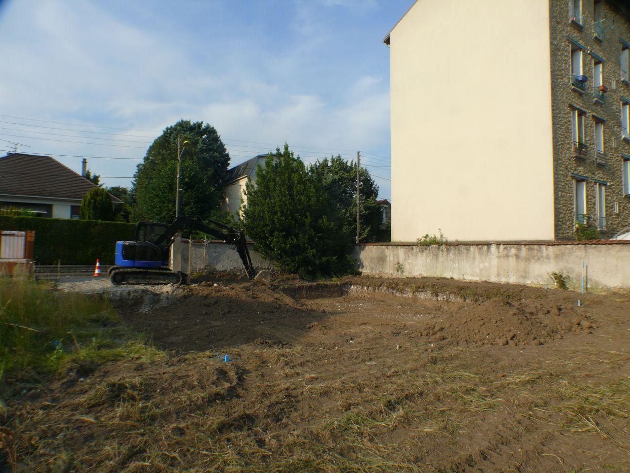 On enterre le sous-sol de 60cm alors l faut creuser ...