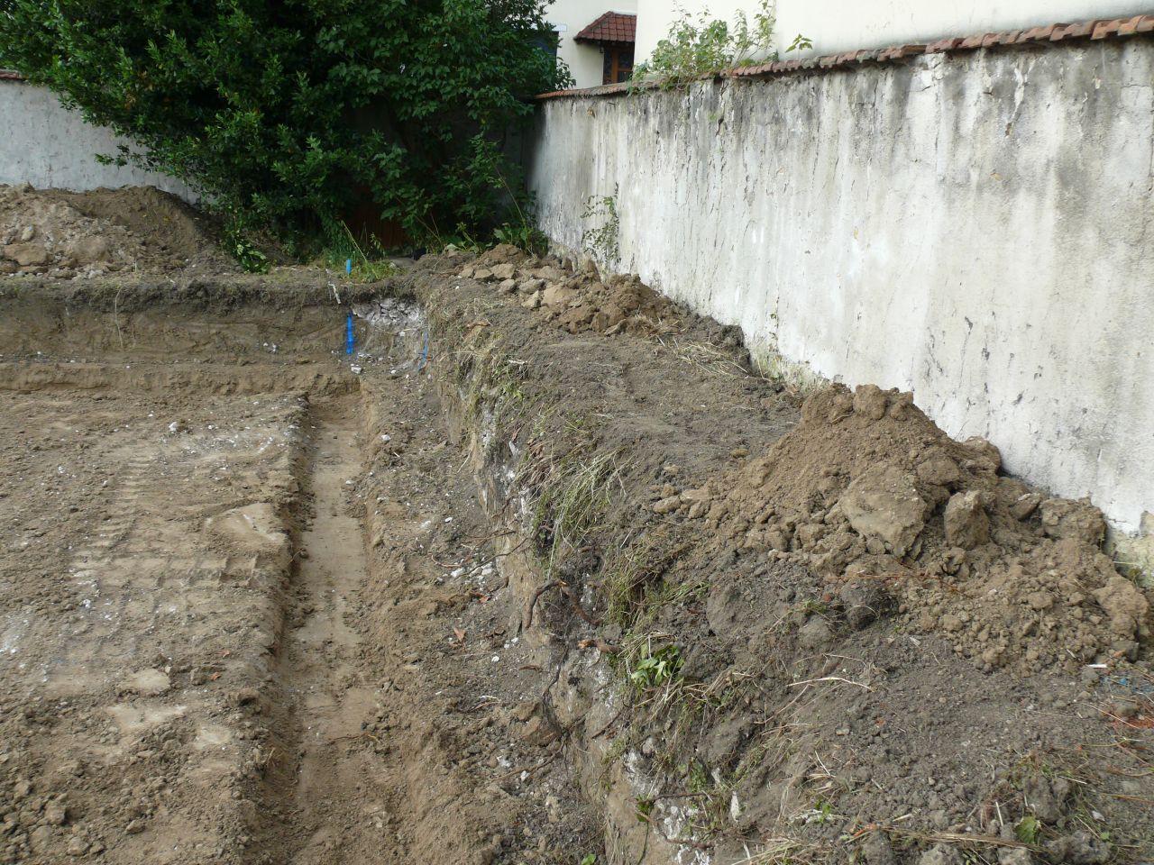 On enterre le sous-sol de 60cm alors il faut creuser et les semelles aussi