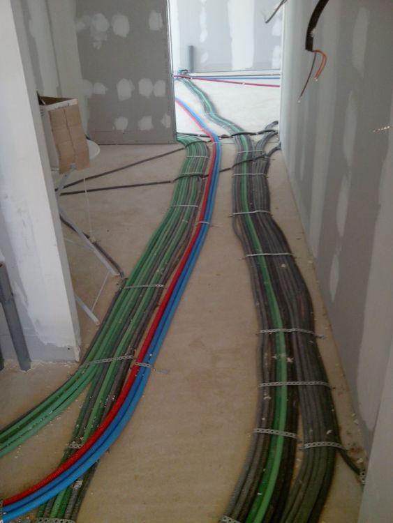 chemin de câbles dans le cellier