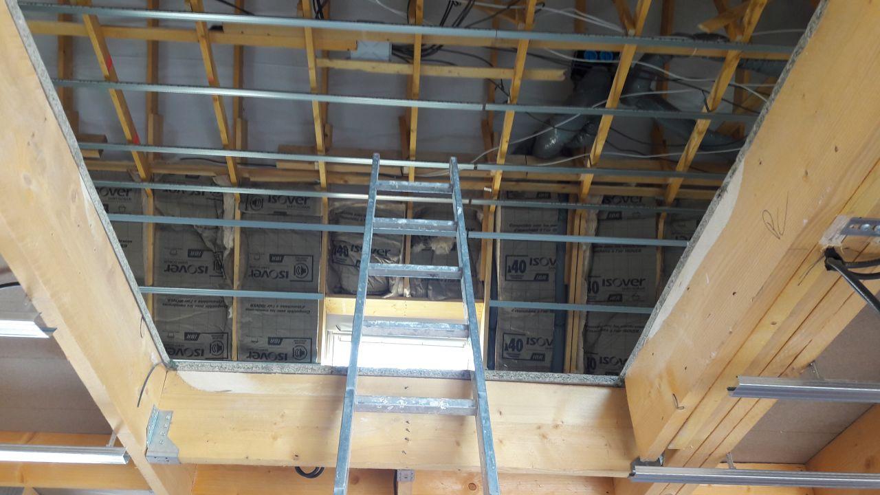 Isolation Isover des rampants, au dessus des plafonds ce sera de la ouate soufflée...