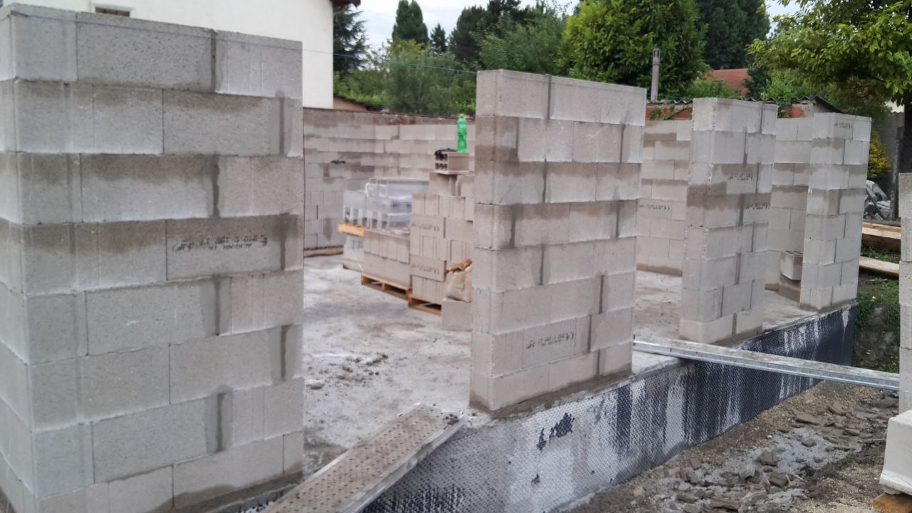 élévations des murs entrée de la maison