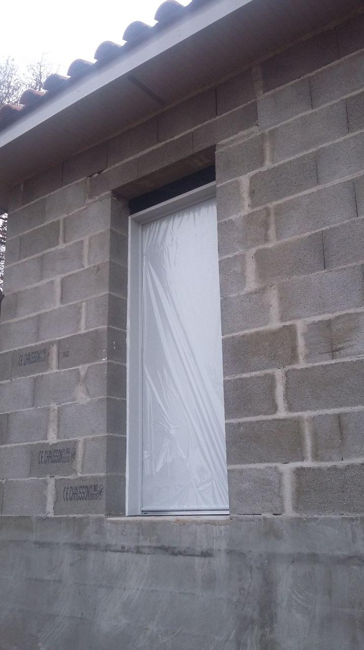 encore un mauvais dimensionnement de la porte qu'il va falloir combler...