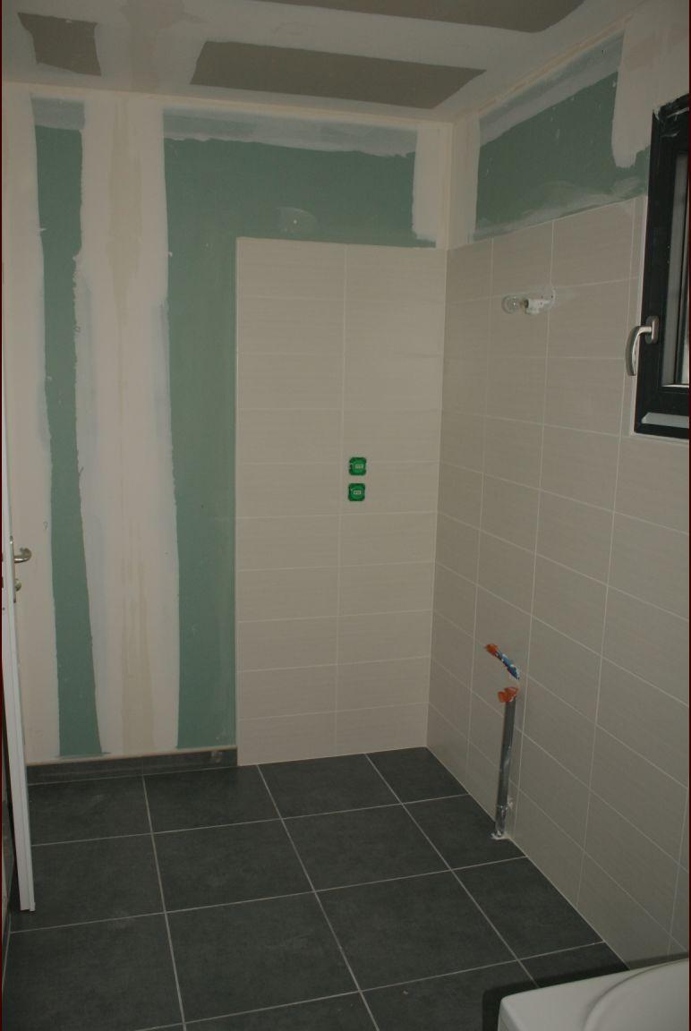 La salle de bain de l'étage est terminée également