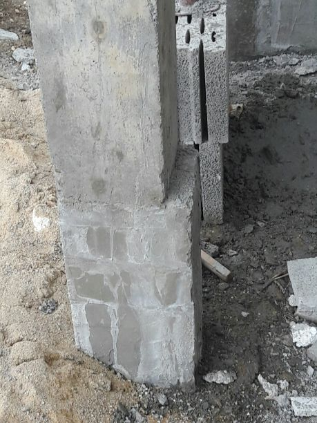 Poteau porche d'entrée...pas droit