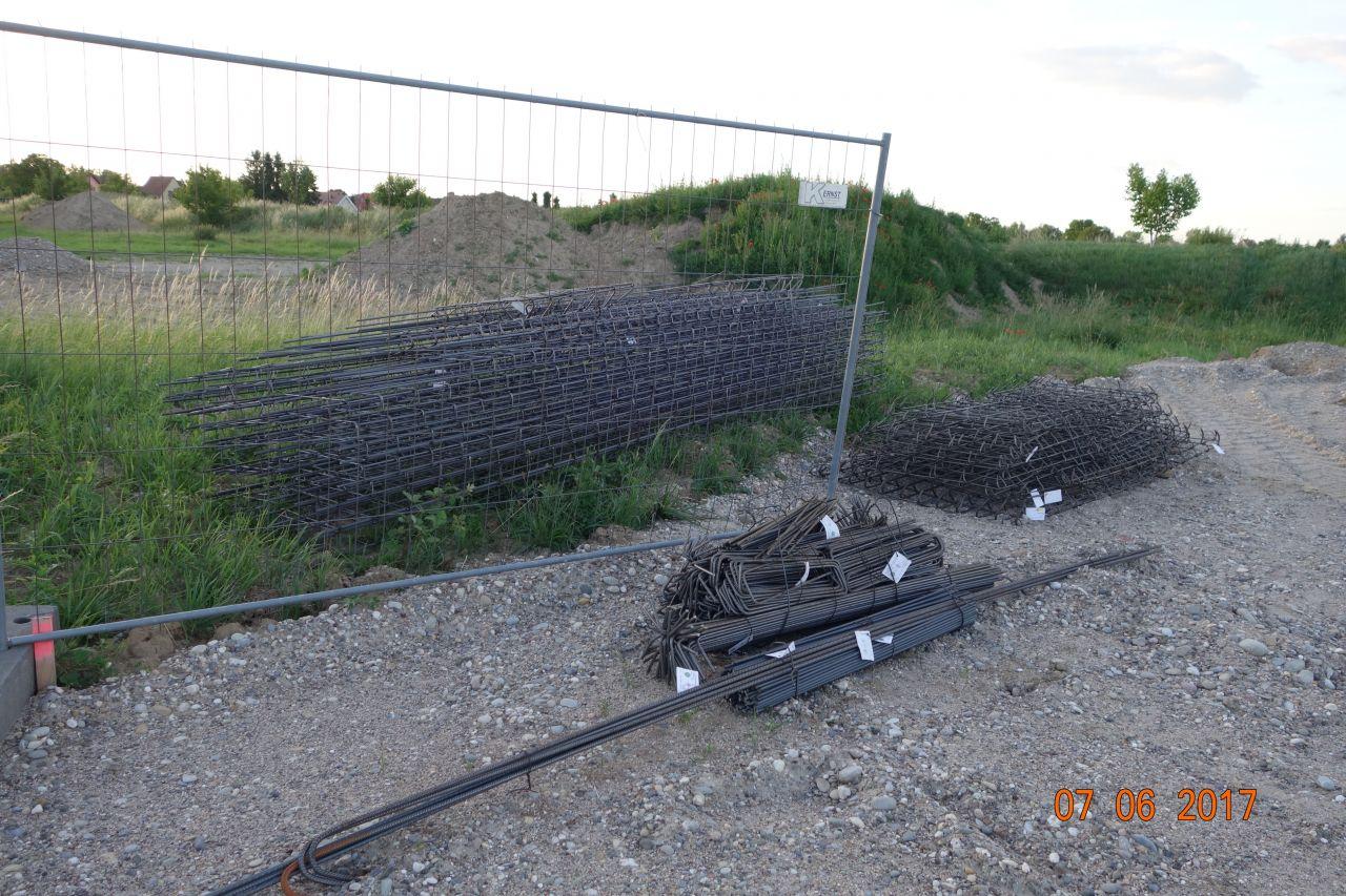 Livraison de ferraille pour couler les semelles des fondations