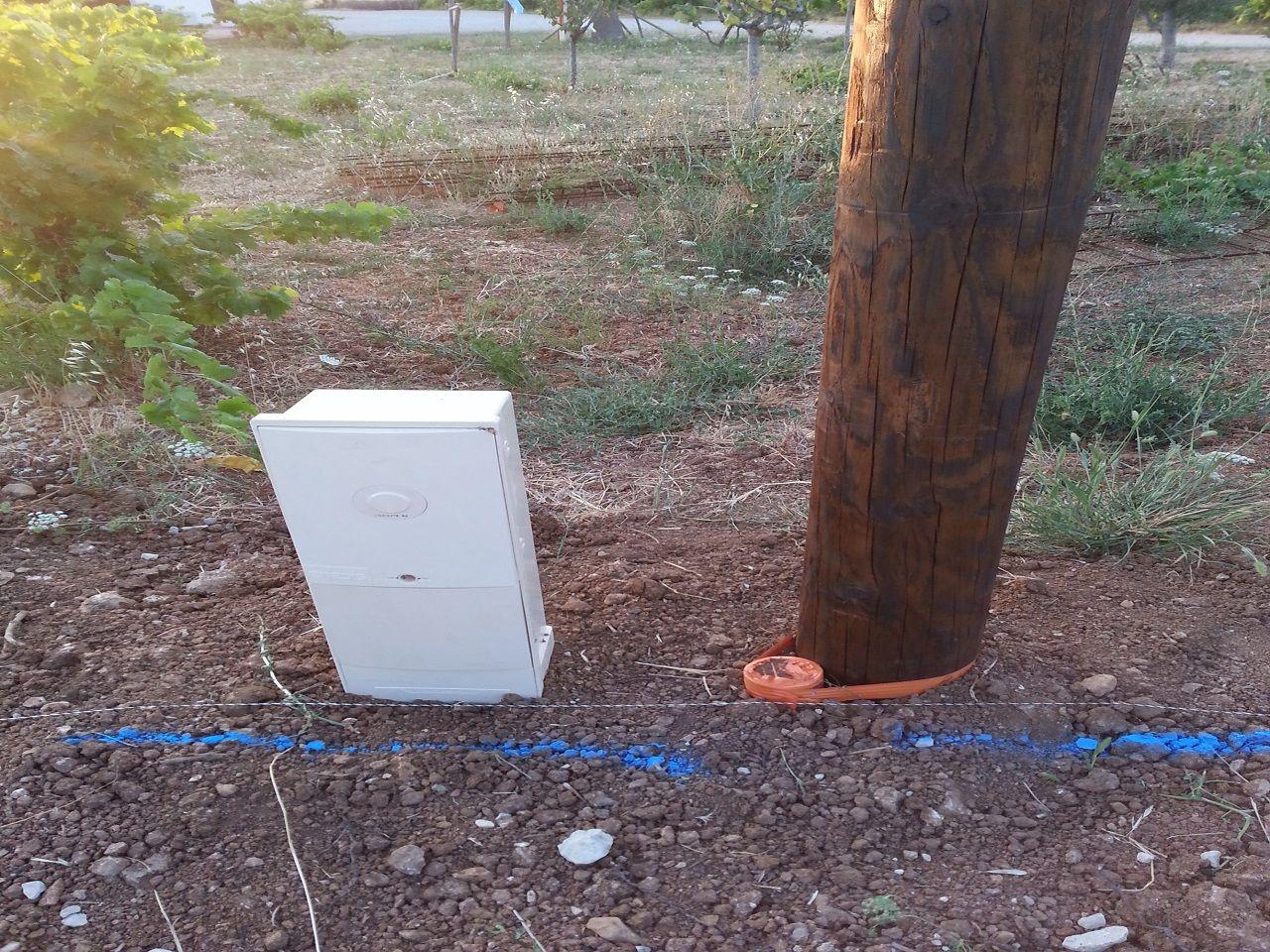 Installation poteau et coffret électrique pour la viabilisation.