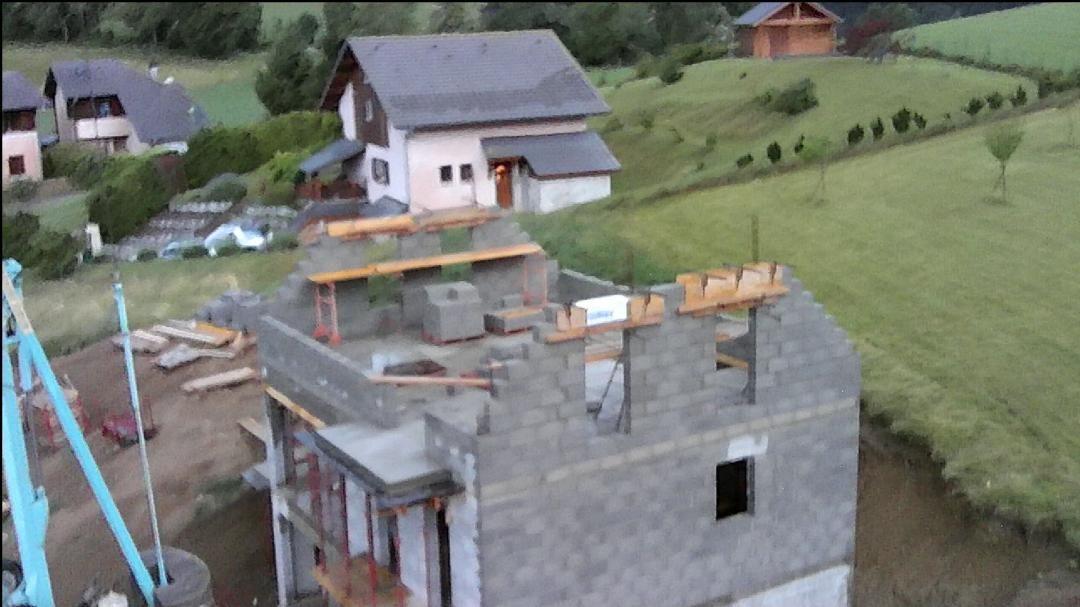 Presque terminée ! <br /> Les linteaux des fenêtres et le maçon aura fini son boulot.