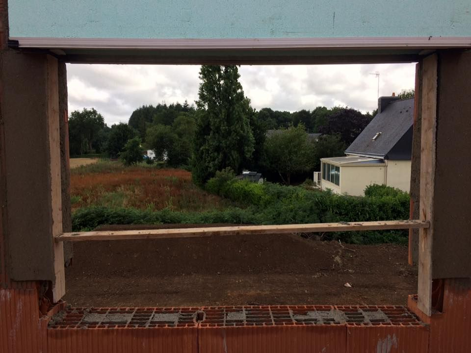 vue de la 3e chambre, l'appui de fenêtre reste à être posé
