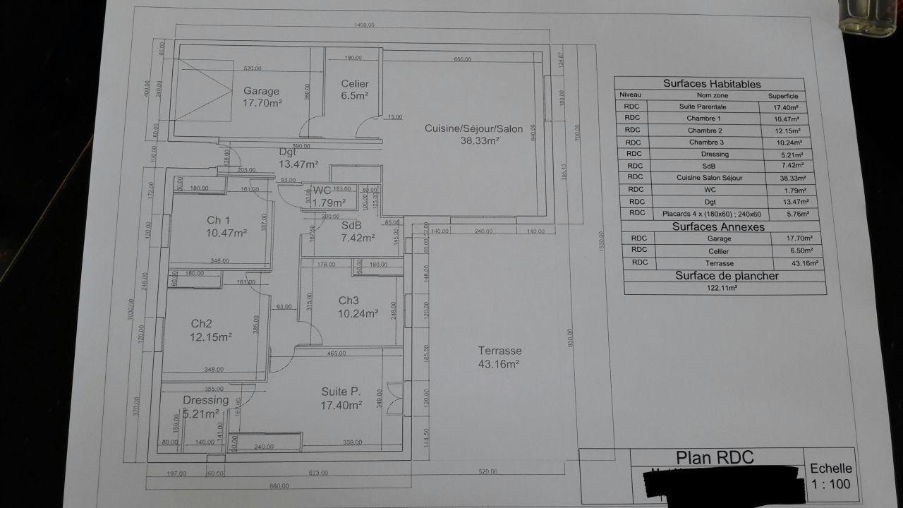Maison de plain pied d'une surface de 146m&sup2; (garage et cellier inclus) <br /> 3 chambres d'une surface entre 10.24m&sup2; et 12.15m&sup2; et 1 suite parentale de 17.40m&sup2; avec une partie dressing/SDE, et 1 cuisine /salon de 38m&sup2; <br /> Terrasse de 43m&sup2;.