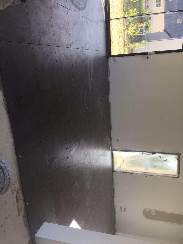 Pose des menuiseries du garage toiture bac acier for Carrelage piece a vivre