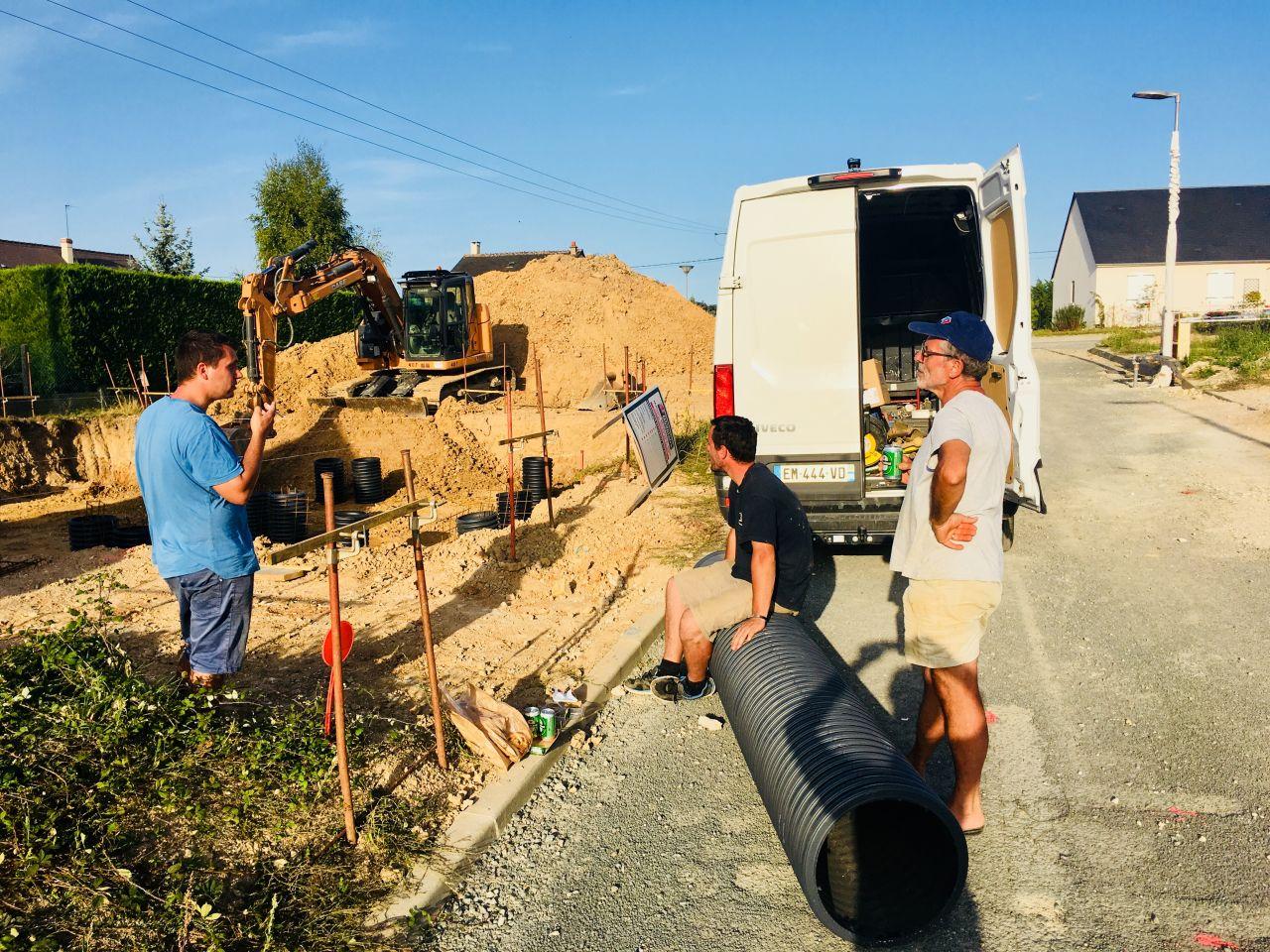 France Bois Modulaire en action pour la pause  du 2ème jour de terrassement.