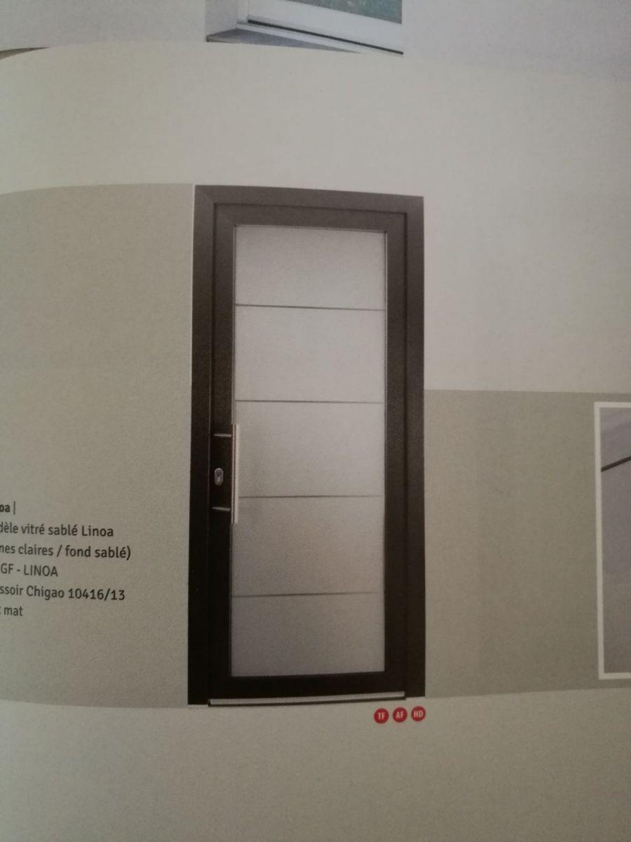 Choix du design de la porte d'entrée, nous avons opté pour une poignée.
