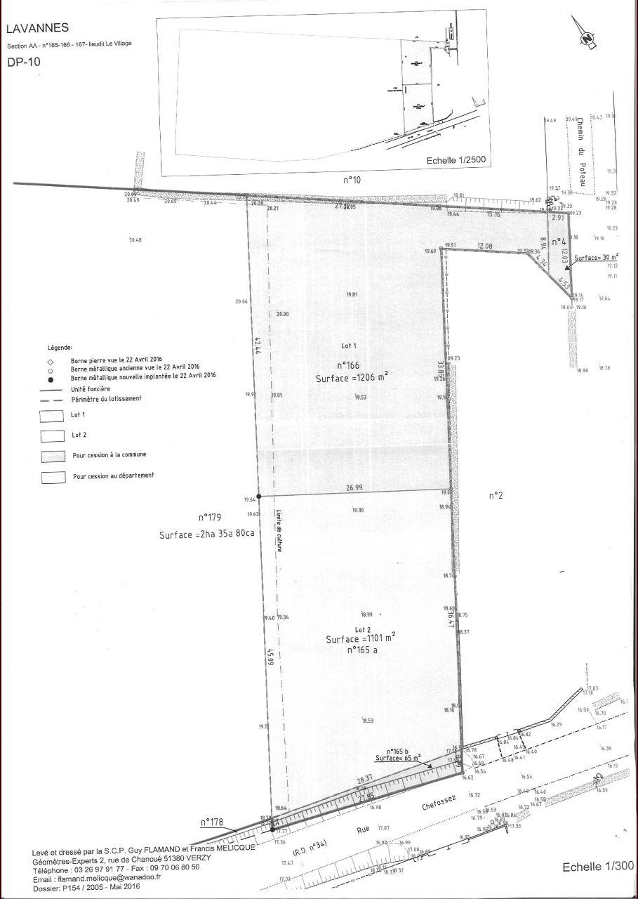 Notre terrain est le lot 1 de 1206 m2. <br /> L'entrée se fait par l'ouverture plus étroite en haut à droite