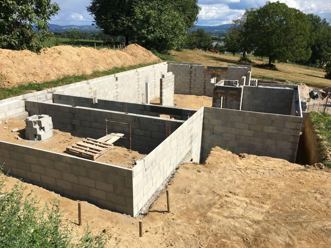 Élévation des murs du sous sol terminée
