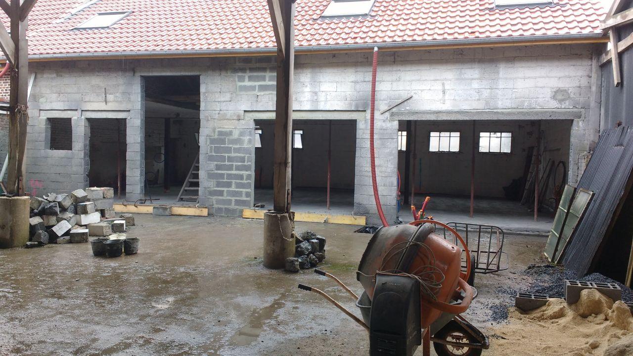 Mise en forme de la façade ( maçonnerie / linteau / découpe) <br /> Ouvertures terminées