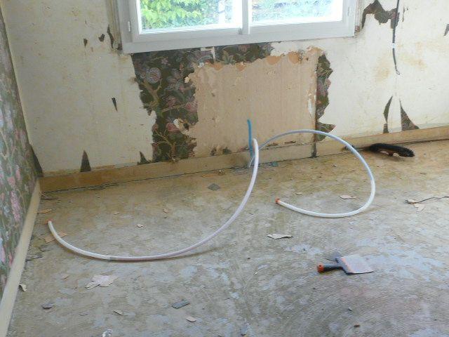 Arrivée des tuyaux radiateur chambre
