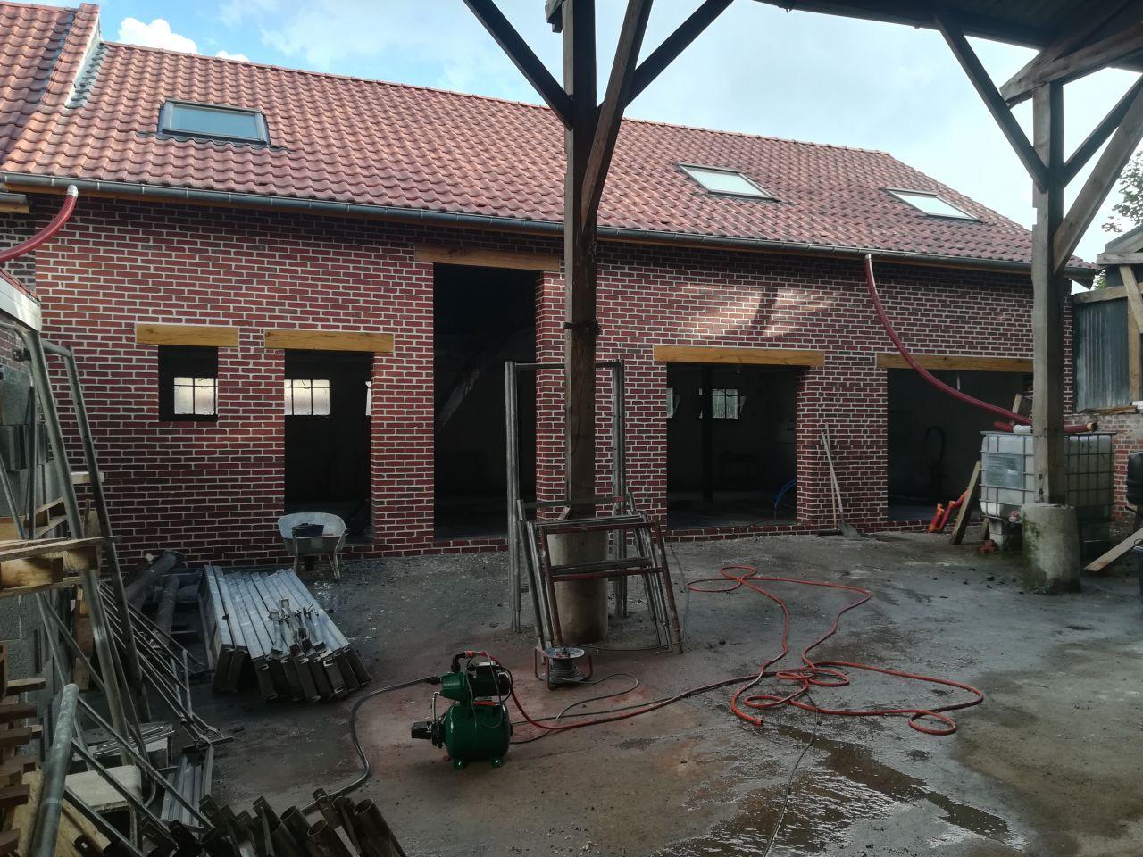 Nettoyage des briques après le jointoiement