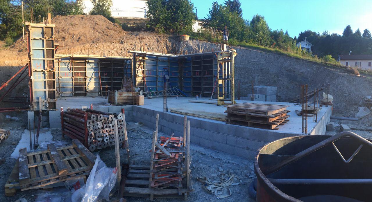 vide sanitaire achevé et début des murs en béton banché