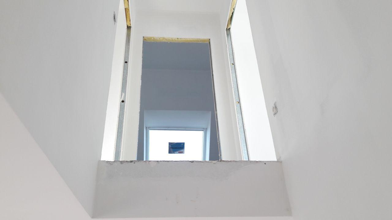 peinture du plafond escalier après la première couche